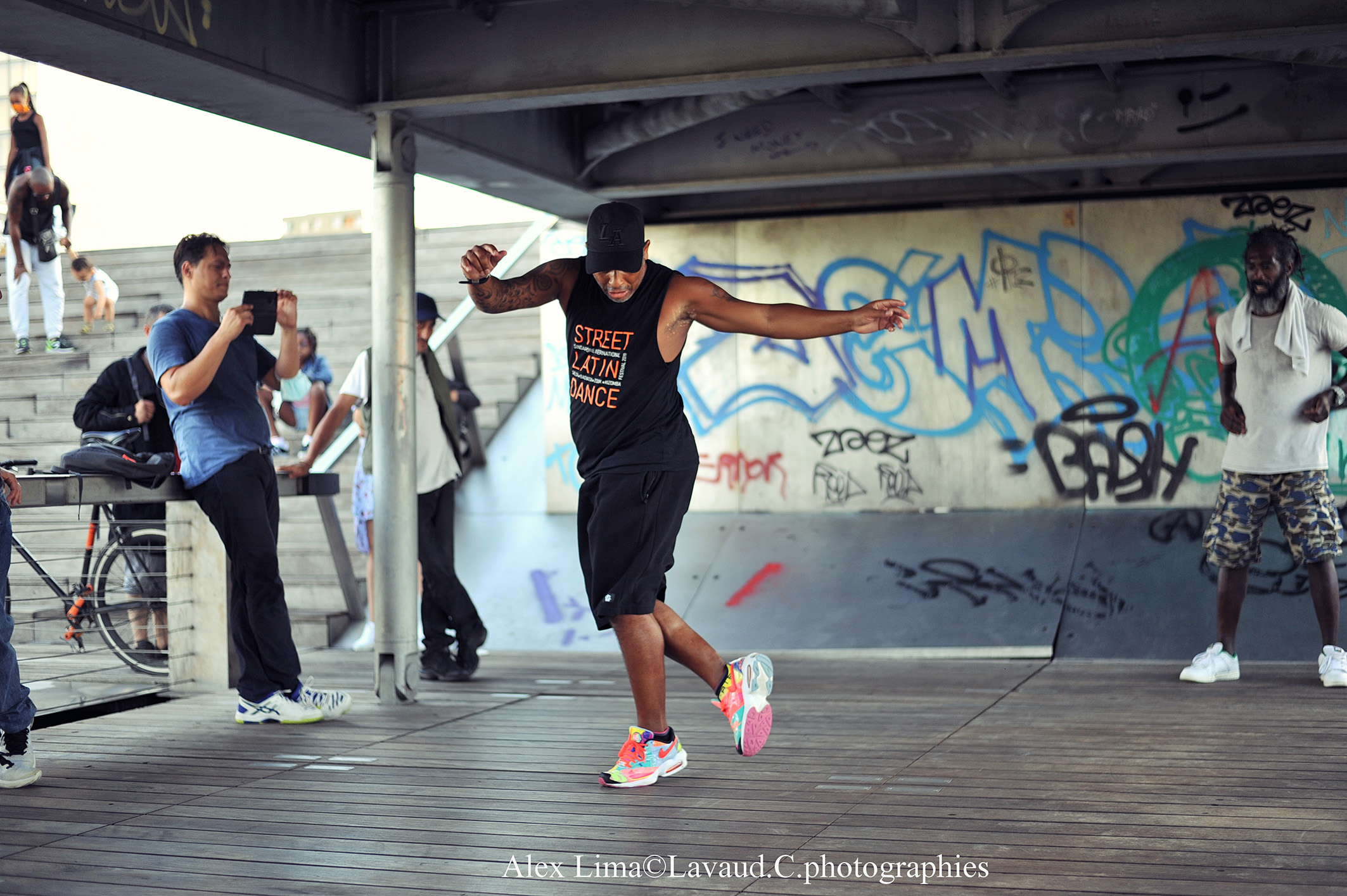 Alex Lima dancing